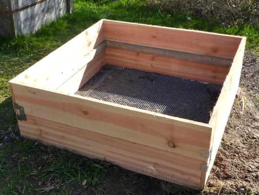 Hochbeet mit Schutz gegen Wühlmäuse.